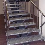 лестница  с  рифленного листа